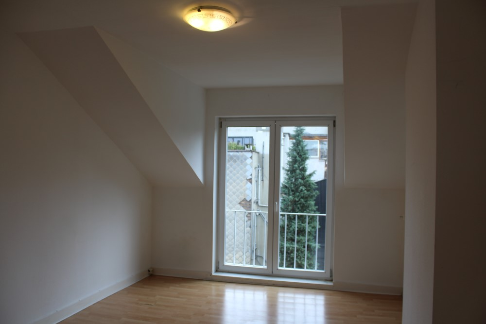 photo_OPTION ! UCCLE - rez commercial + logement !