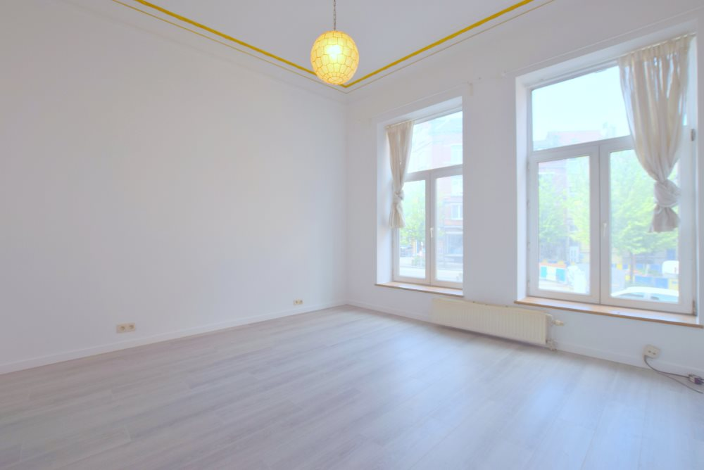 photo_CHAZAL - Superbe Appart 1ch +/-65m² + COUR - FAIBLES CHARGES