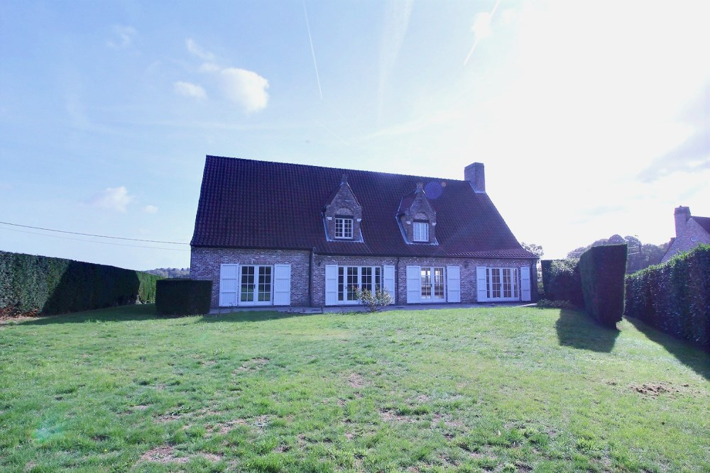 photo_Large farmhouse style villa with lovely countryside views