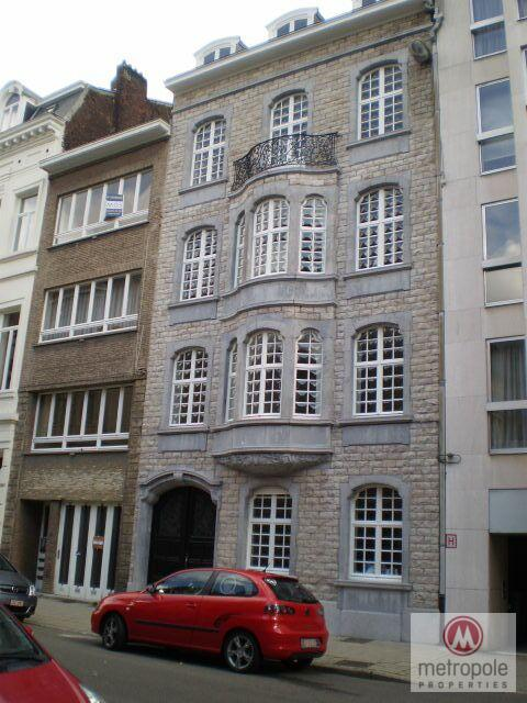 photo_ A PROX LOUISE/CHATELAIN/APPT CHARACTER 90M² 2CH