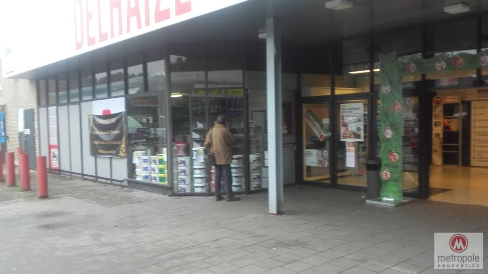 photo_TUBIZE CENTER BEAUTIFUL SHOP 100 M² LARGE SHOP WINDOW ENTRANCE DELHAIZE LARGE PA